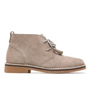 Hush Puppies Shoes - Hush Puppies Chukka Taupe Suede boot size 7.5